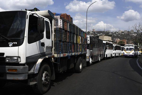 Comercios en las regiones comienzan a quedarse sin inventario por falta de gasoil para el transporte
