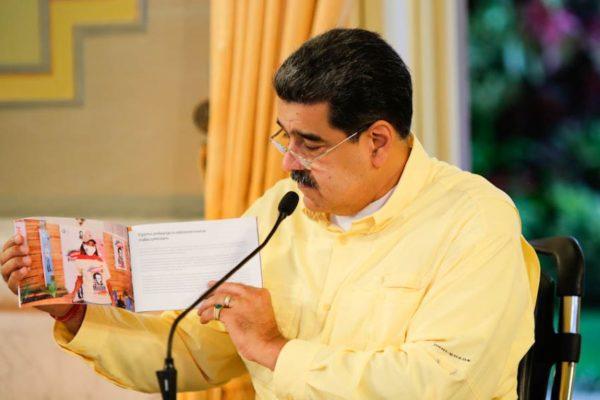 Maduro dice que garantiza misiones y servicios pese a caída de ingresos de US$56.000 millones a US$440 millones