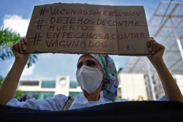 «S.O.S. Vacunas ya»: personal de salud salió a la calle en Caracas para exigir plan de inmunización nacional