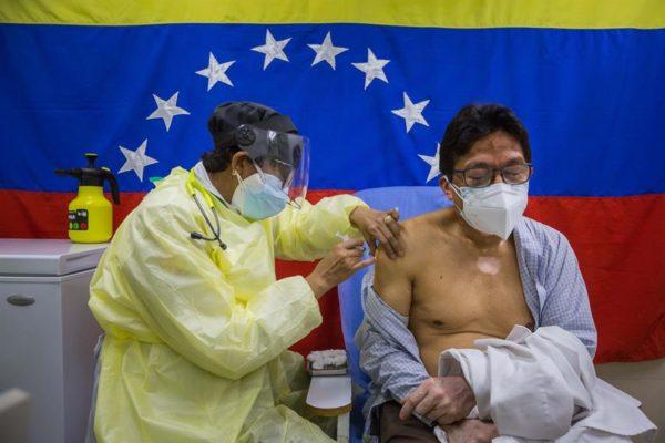Adultos mayores serán convocados por sistema Patria para vacunación contra COVID-19