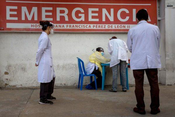 Con crisis de producción y sanciones: ¿puede el petróleo solventar la falta de vacunas?
