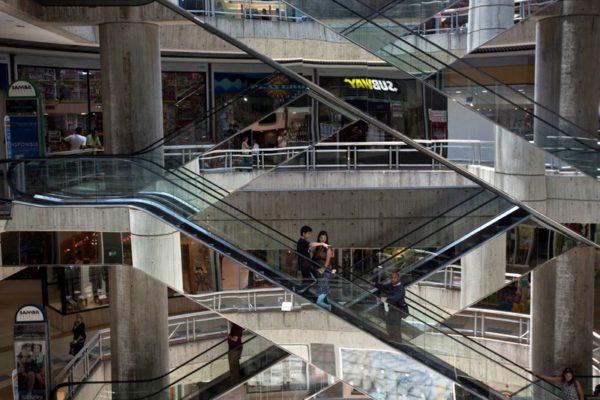 Centros comerciales ven cuesta arriba cumplir con pagos de servicios por esquema del 7+7