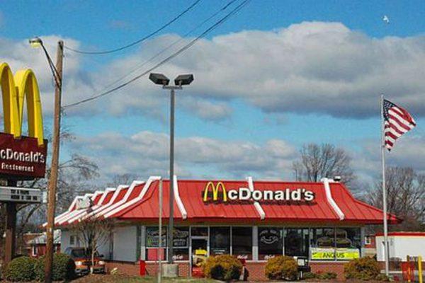 McDonald's prevé aumentar los salarios en un 10% en Estados Unidos