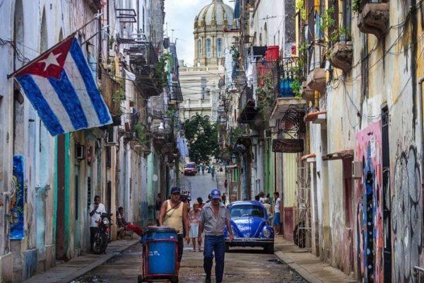 Cuba acelera reformas económicas ante dificultad en compromisos internacionales