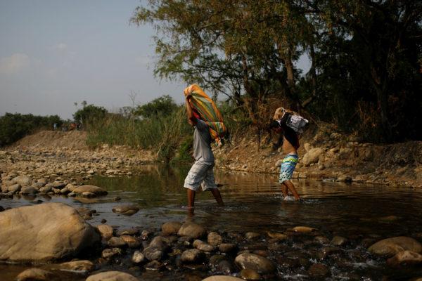 Desplazamiento de personas por violencia aumentó 256% en Colombia