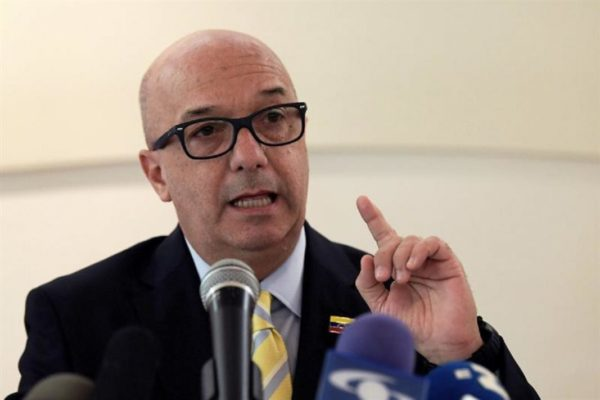 Simonovis renunció a su cargo en la administración de Guaidó: «La unidad debe ser parte de una estrategia superior»