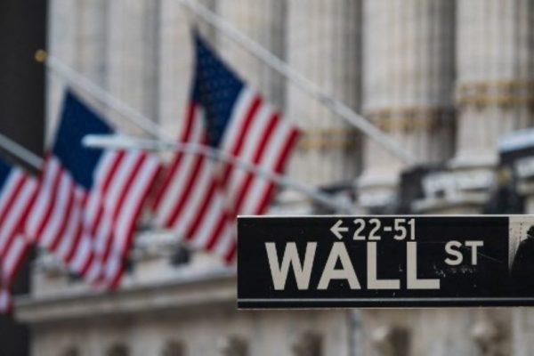 Fuerte baja en Wall Street por múltiples incertidumbres económicas en EEUU