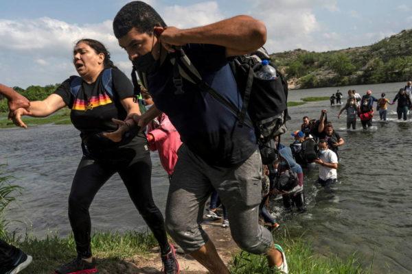 Profesionales venezolanos pagan hasta US$3.000 para cruzar frontera de Estados Unidos