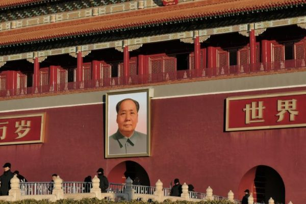 Resucita el socialismo en China: Xi-Jinping plantea modelo de 'propiedad compartida' que recuerda a Mao