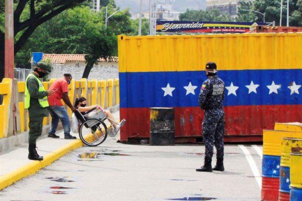 Transportistas de carga de Táchira piden levantar contenedores en puentes fronterizos