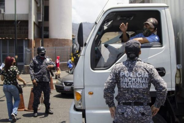 A pesar de la orden de Maduro las alcabalas se resisten a desaparecer