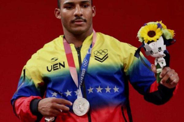 El pesista Julio Mayora le da la primera medalla a Venezuela en Tokio