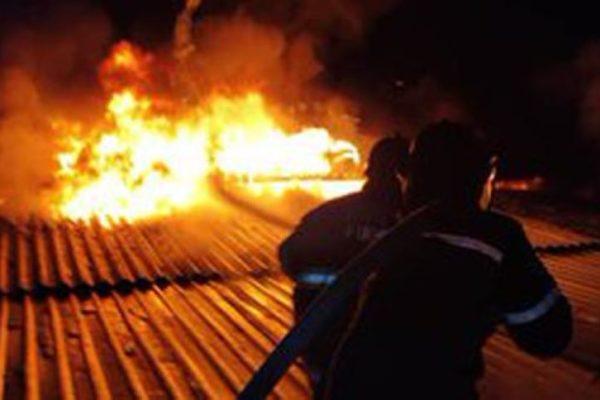 Falta de agua agravó destrucción por incendio en Escuela de Estudios Políticos de la UCV
