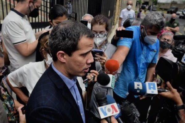 Denunció que activaron explosivo en su edificio  Guaidó: intento de detención pretende sabotear acuerdos