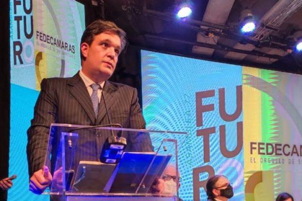 Ricardo Cusanno: 'Debemos asumir un compromiso con el país sin importar ataque de los radicales'