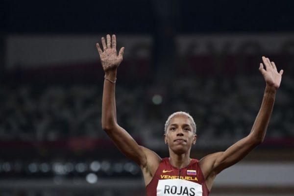 Con solvencia Yulimar Rojas pasó directo a la final olímpica en su primer salto