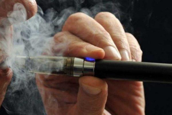 OMS alerta sobre los cigarrillos electrónicos y pide cortar tácticas para captar clientes menores de edad