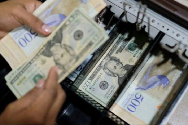 Economista   El fanatismo ideológico no podrá evitar que el dólar conviva con la moneda nacional
