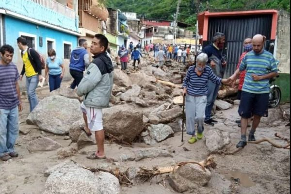 Fuertes lluvias dejan 13 fallecidos, incluidos dos niños, en el estado Mérida