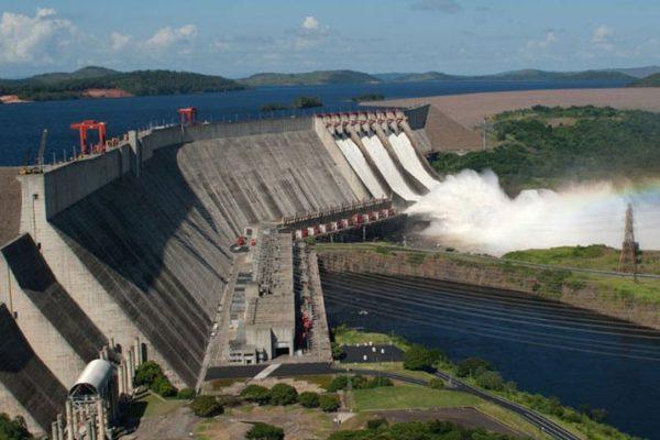 Víctor Poleo (exministro de energía): «De las 20 turbinas de Guri solo están funcionando 9»