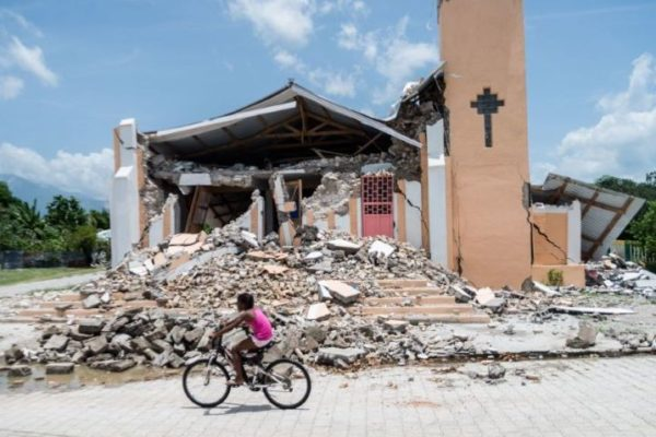 Aumentan a más de 2.200 víctimas fatales del terremoto en Haití