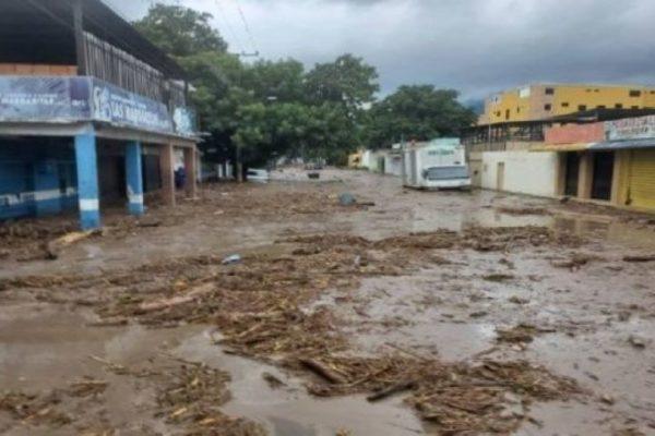 Se desbordan quebradas en La Guaira: Inameh emite alerta por riesgo de inundaciones en 9 estados