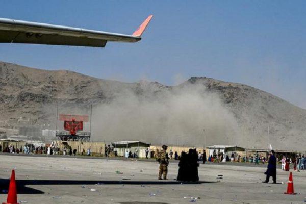 El Pentágono confirma explosión en las afueras del aeropuerto de Kabul
