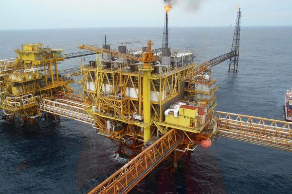 Pemex restablece la producción de crudo tras incendio en una plataforma del Golfo de México