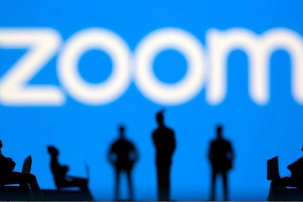 Acciones de Zoom caen más del 11% ante fuerte descenso en la demanda de su servicio de videoconferencias