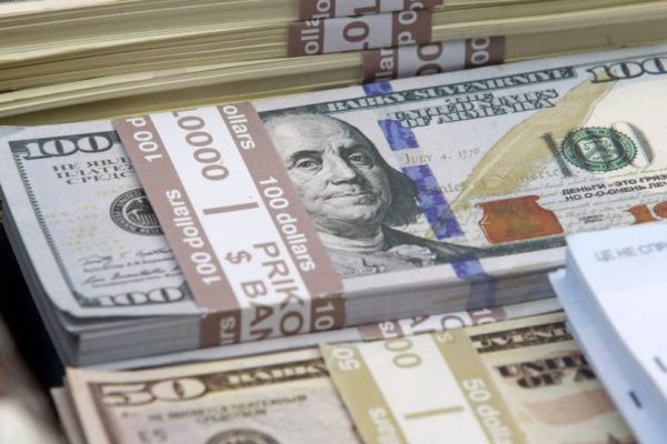 El dólar se mantiene casi intacto y cierra el #23Ago en Bs. 4.143.313,27