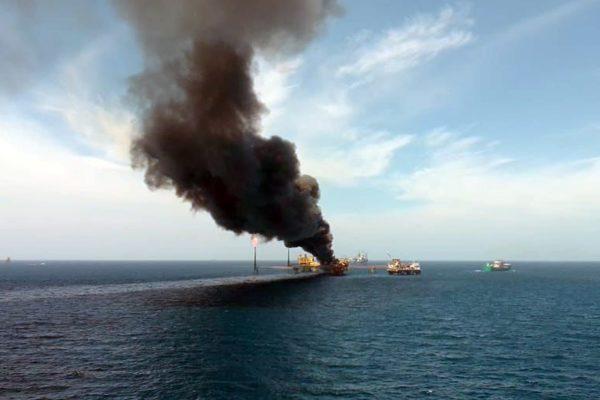 Subió a 5 la cifra confirmada de muertos por el incendio en una plataforma de Pemex