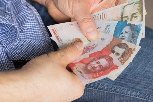 «No es reconocido por sus habitantes»: En ciudades fronterizas el bolívar pasó al olvido y circulan monedas como pesos y dólares