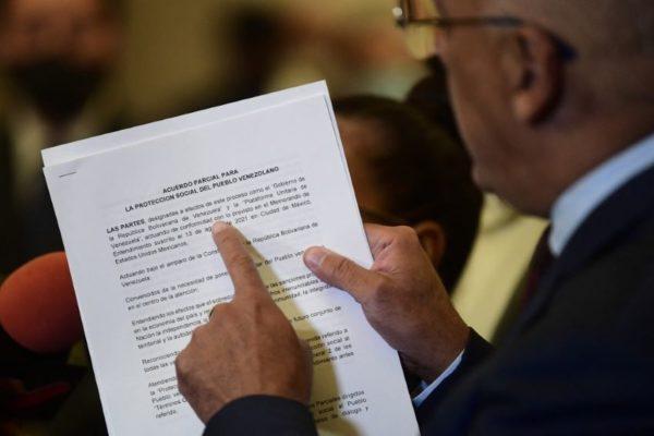 Estos son los primeros acuerdos: Gobierno y oposición discuten solicitar recursos al FMI contra covid-19