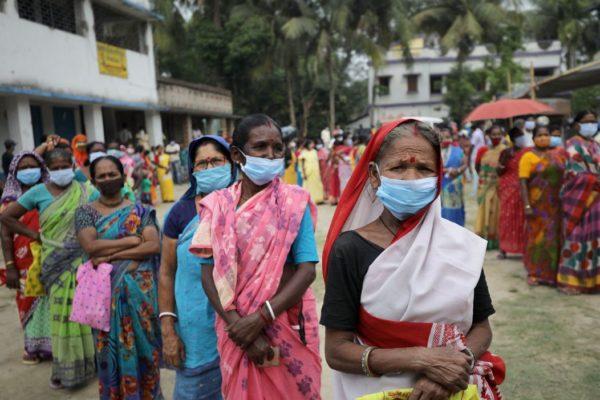India restringe fiestas religiosas por temor a nueva ola de covid-19