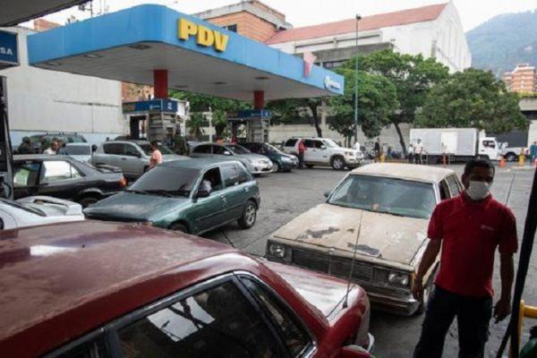 Conductores «ruletean» por las estaciones de servicio en busca de gasolina subsidiada