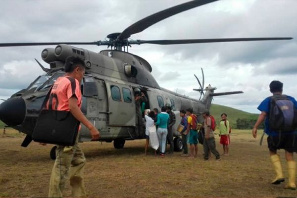 Gobierno afirma que puente aéreo de la FANB ha entregado 15 mil kilos de alimentos en Mérida