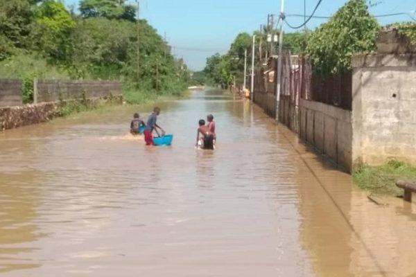 2 muertos y 1.500 viviendas afectadas en Anzoátegui tras el desbordamiento el río Neverí