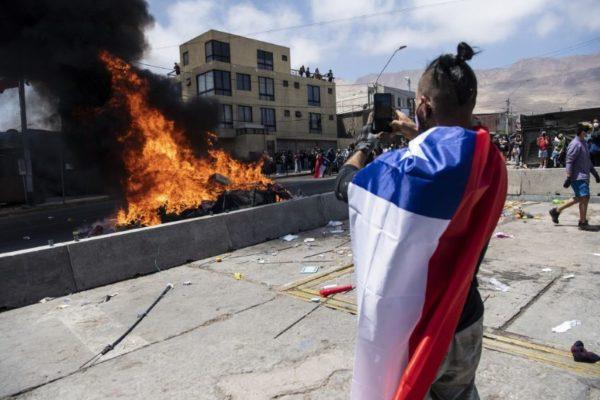 Fiscalía chilena investigará violento ataque contra migrantes venezolanos en Iquique