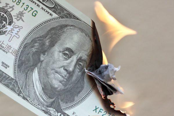 BCV sigue quemando divisas: Dólar oficial arranca septiembre en baja y en agosto solo subió 2,77%