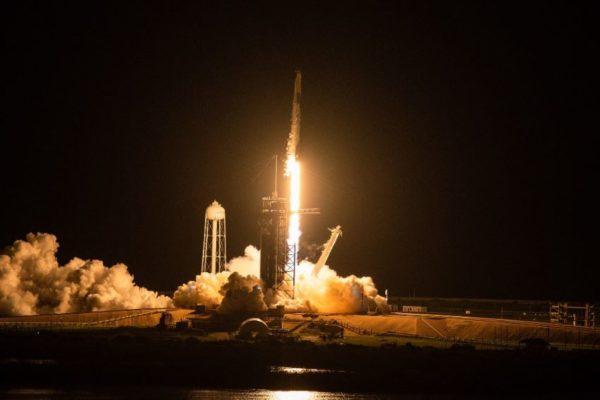 Histórico: Primeros turistas iniciaron crucero espacial de SpaceX