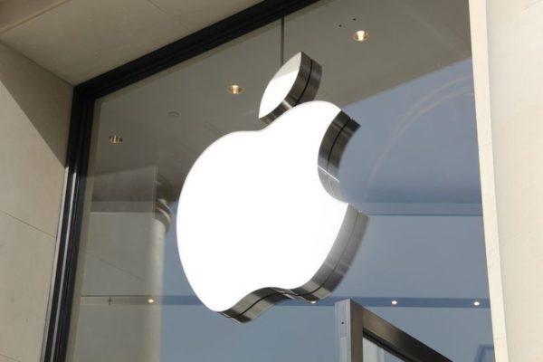 Apple lanza un costoso «trapo» limpiador para iPhone (+Precio)