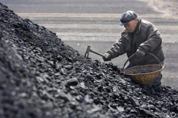 China liberalizará precios energía generada con carbón ante crisis suministro