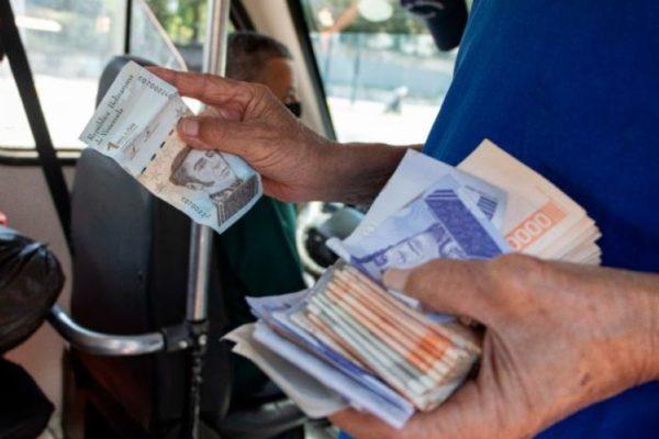 #Exclusivo | Transportistas dicen que no se ven los nuevos billetes y aumenta el pago en dólares