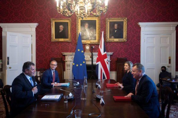 Londres urge a la UE solucionar diferendo post Brexit sobre Irlanda del Norte